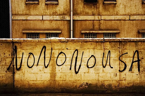 zoriah_iraq_war_baghdad_no_usa_graffiti_pant_tag_mural.jpg
