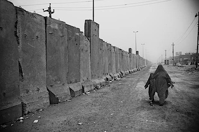 zoriah_iraq_war_baghdad_sadr_city_wall_barrier_woman_child