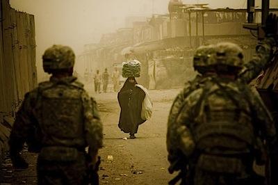 zoriah_iraq_war_baghdad_soldiers_mission_sand_storm_Iraqi_woman