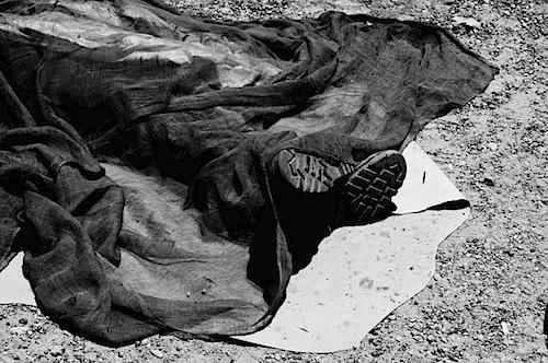 zoriah_iraq_war_fallujah_suicide_bomb_death_body_sheet